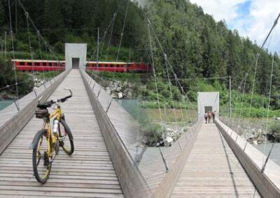 Hängebrücke bei Trin Station